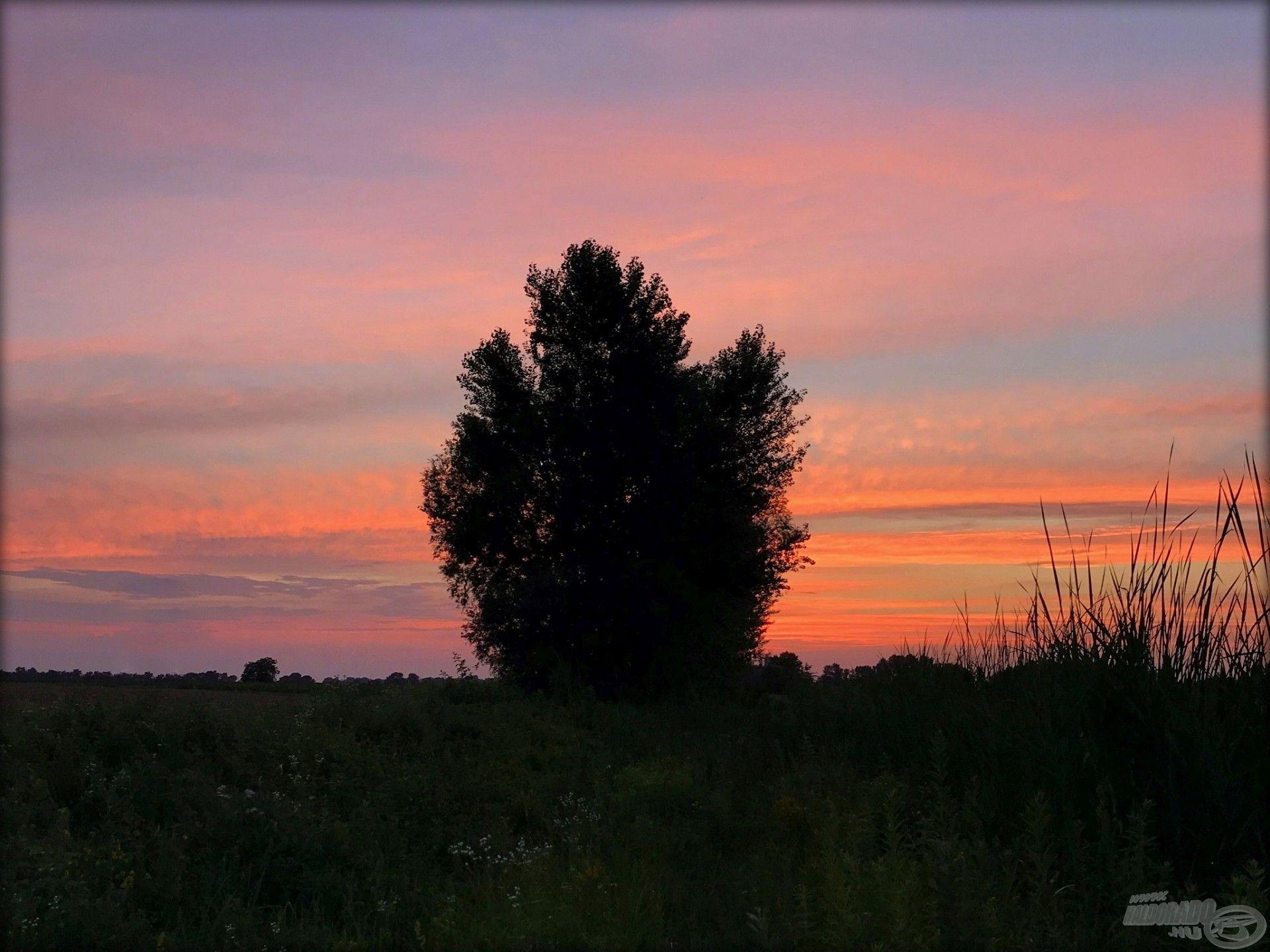 Páratlan színekben pompázik az ég